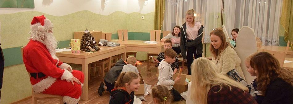 Spotkanie mikołajkowe w Domu Dziecka w Wolicy